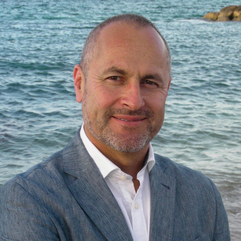 Dr. Luis Solórzano
